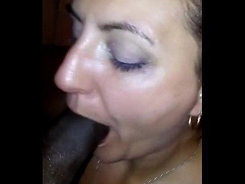 Coroa em flagra de sexo amador tomando gozada da pica preta
