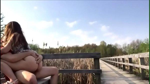 Sexo em área pública no parque com novinha