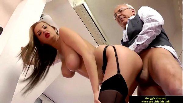 Porno tube vovô encantando a novinha aniversariante e presenteando com sexo