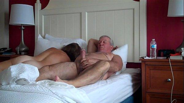 Velho come esposa coroa na cama em boa foda
