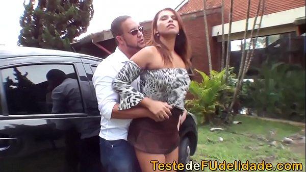 Video porno gratuito comendo mulher do amigo no jardim