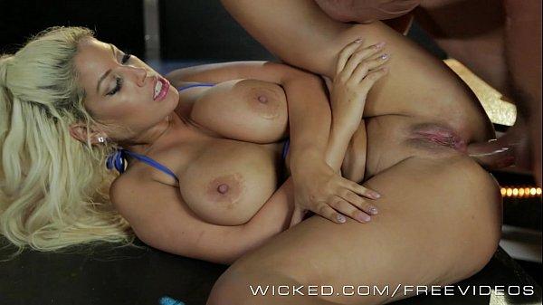 Sexo com strippers dando o cu a boate